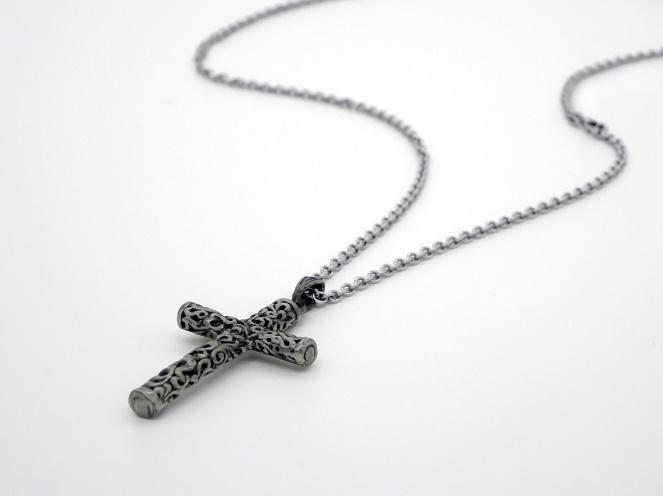 Bijoux de baptême : croix, médaille, comment choisir le cadeau idéal ?