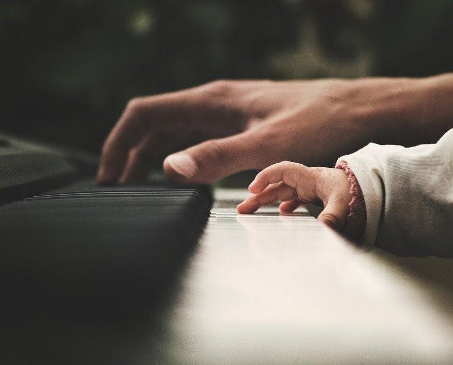 Pourquoi faut-il éviter d'apprendre le piano trop tôt ?